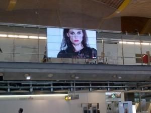Elena Anaya en el aeropuerto de Madrid la T4
